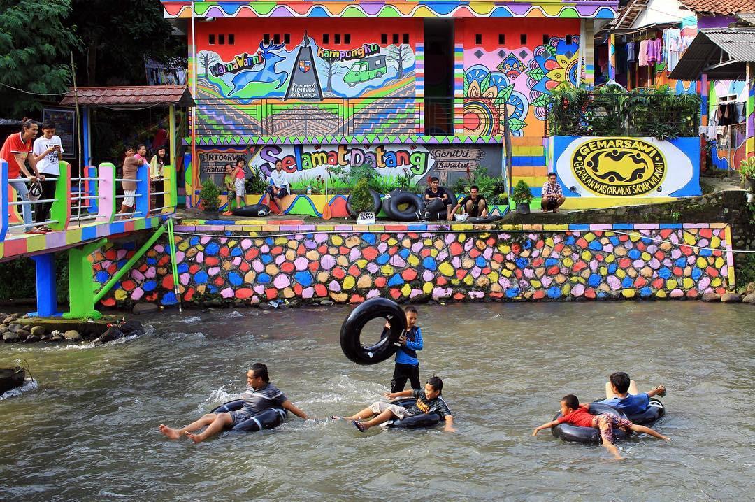 Nikmati Wisata Di Kampung Warna Bogor