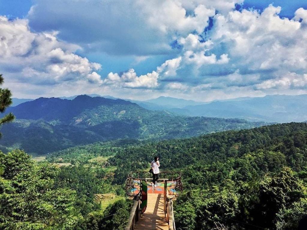 Melayang Di Langit Raggon Hills Bogor